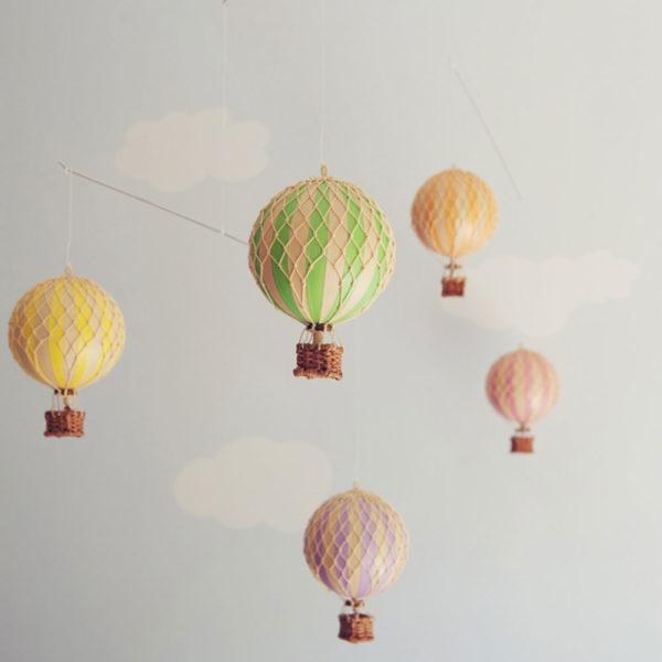 giostrina-con-5-mongolfiere-pastello-goolp-authentic-models